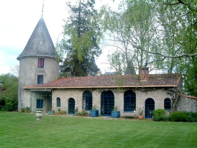 Vendue tr s beau chateau du 19 me au sein de son parc de for Maison avec une tour