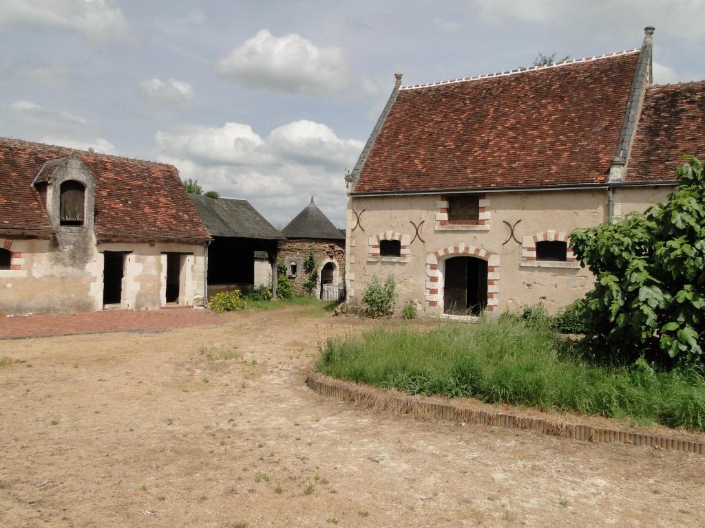 A vendre berry touraine corps de ferme sur 1 ha terres for Un corps de ferme