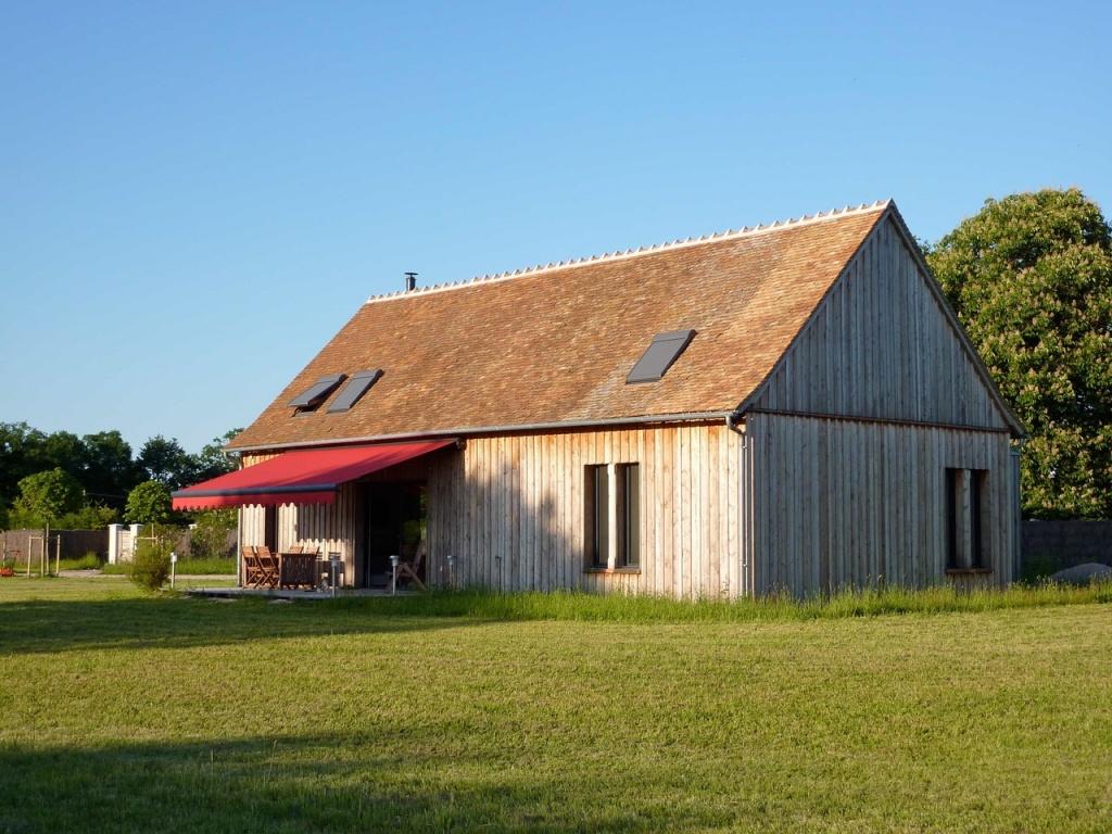 A vendre maison de campagne en bois sur 4 ha terres for Maison de campagne en bois
