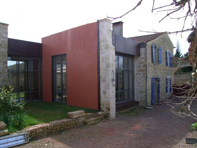 au sein d 39 un village maison ancienne r nov e avec une touche contemporaine terres demeures. Black Bedroom Furniture Sets. Home Design Ideas