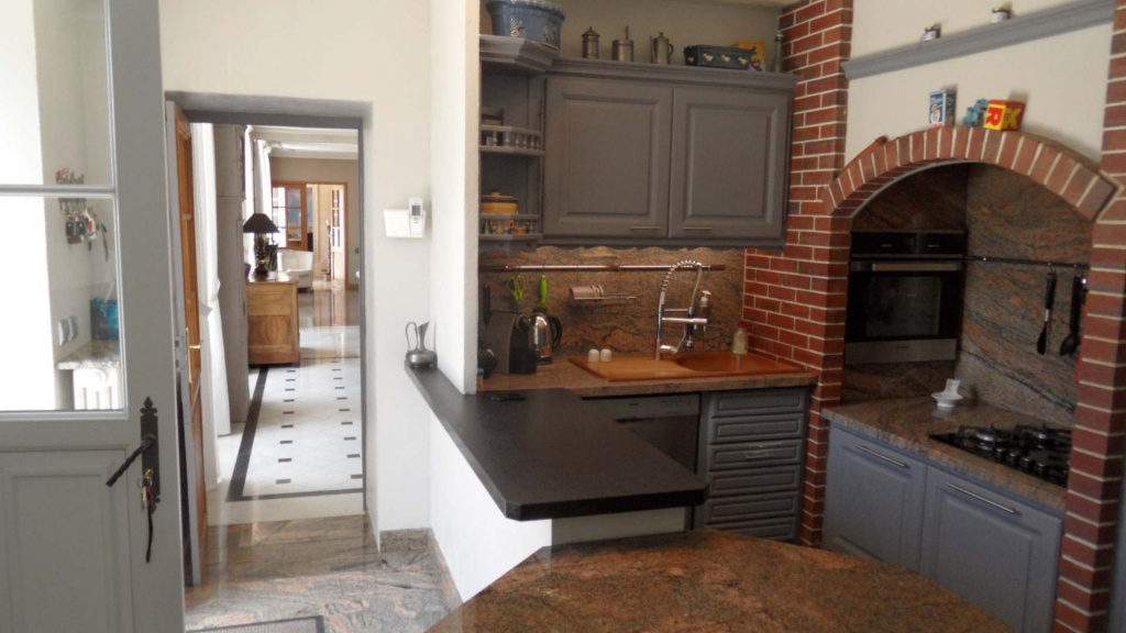 maison de ma tre vendre dans l 39 yonne bourgogne parfait tat proche de la gare tgv de. Black Bedroom Furniture Sets. Home Design Ideas