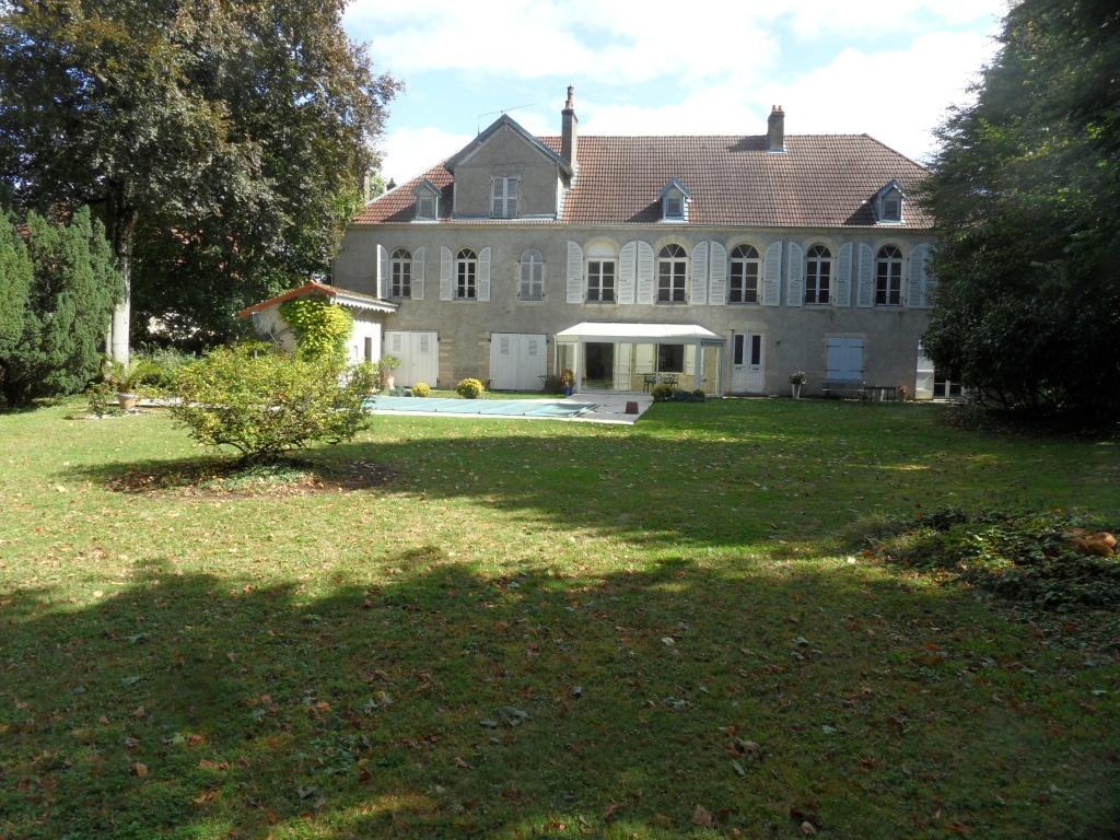 Franche comte haute sa ne belle demeure du xviii sur 3 000 m environ dans une agglom ration for Demeures belles