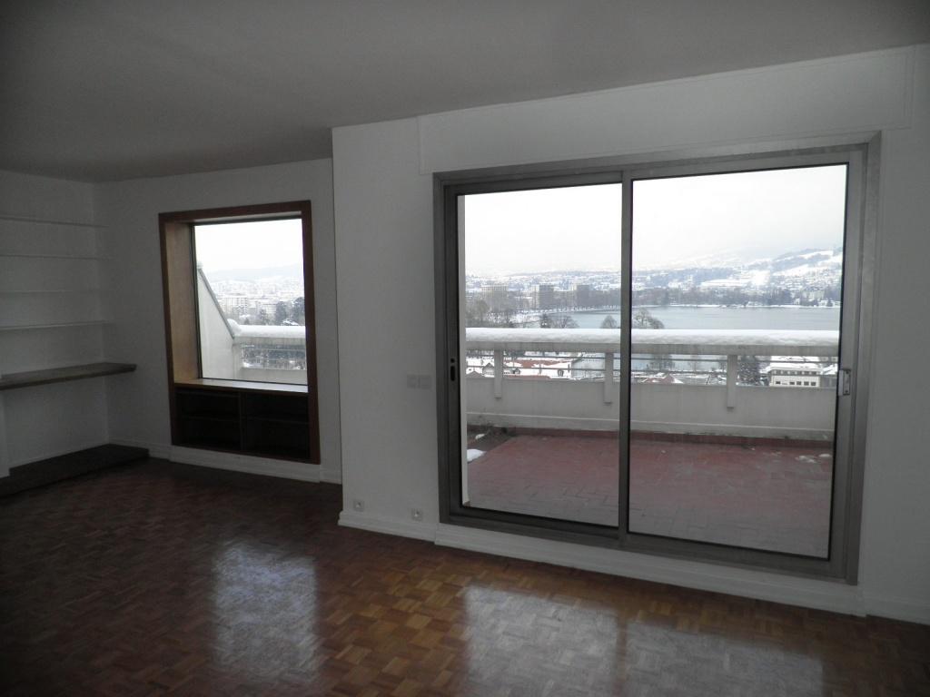 vendu appartement vendre avec vue magnifique sur. Black Bedroom Furniture Sets. Home Design Ideas