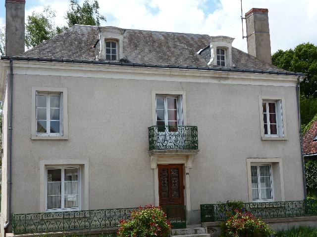 Maison bourgeoise a vendre en touraine terres demeures de france for Cuisine maison bourgeoise