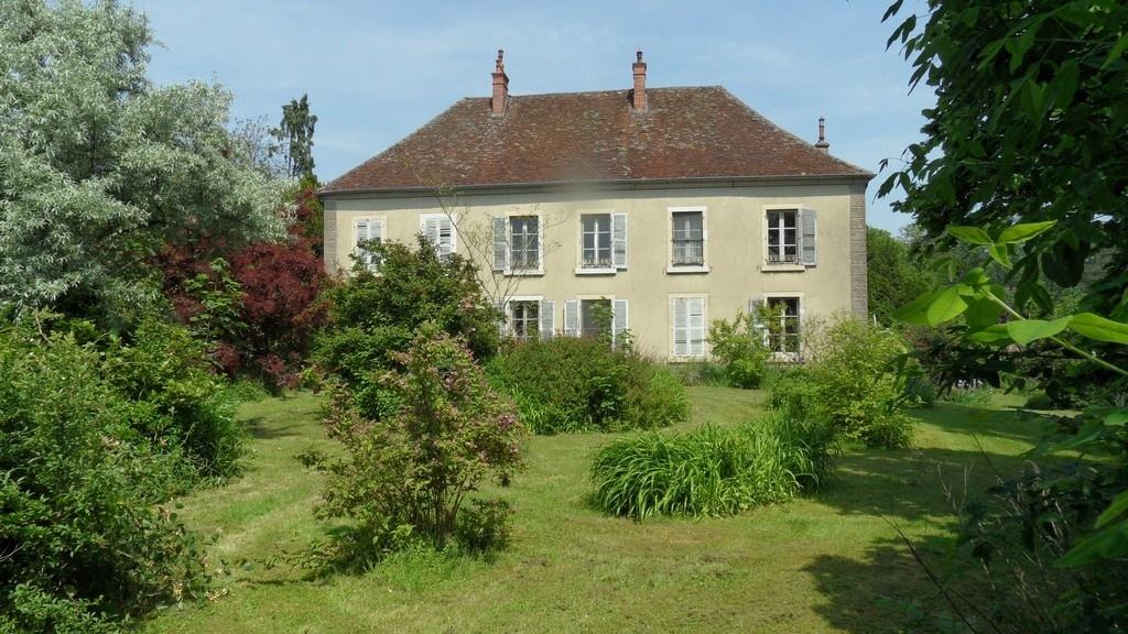 Belle demeure en franche comt limite bourgogne proche suisse secteur dole 39 450 m for Demeures belles