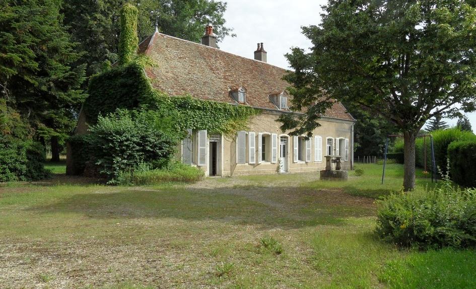 Belle demeure vendre en bourgogne plain pied for Restaurer une maison de campagne